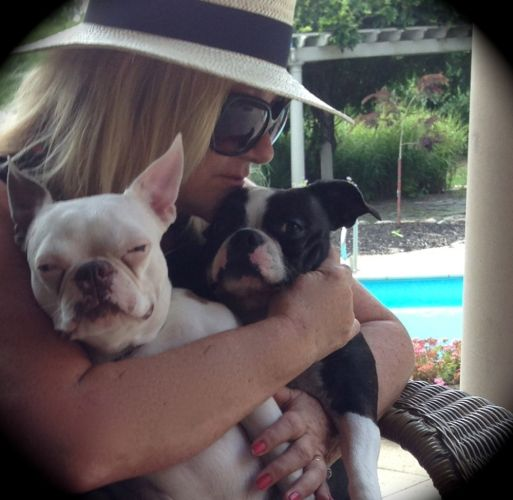 pamela dills with her dogs
